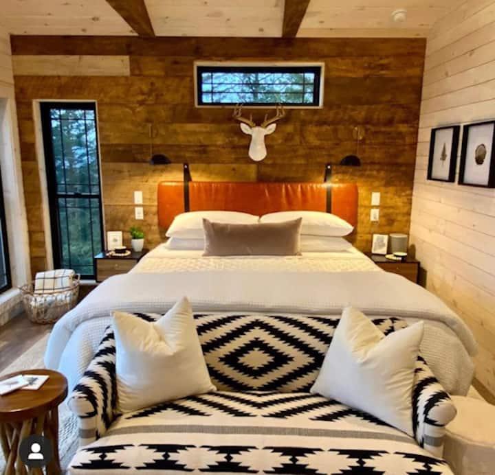 Spectacular Romantic Mountain Cliff Cabin