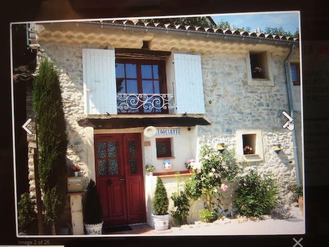 Maison entiere atypique classée 4 étoiles