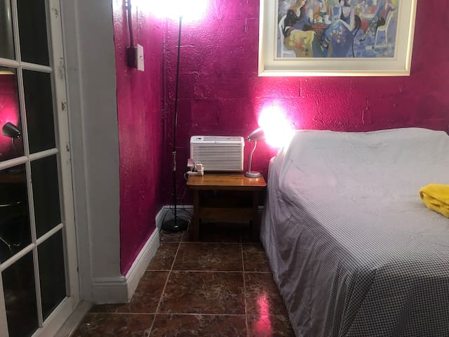 Small cozy private room in the heart of Miami #10