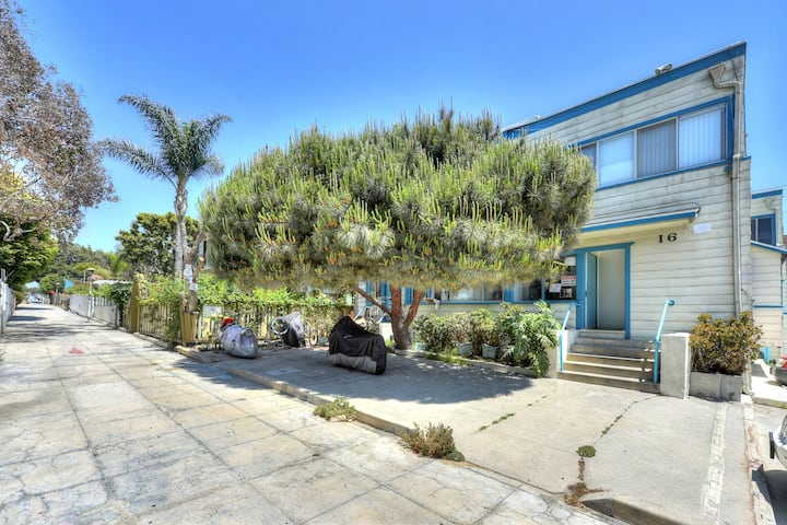 Cozy & Bright Beach Bungalow Next to Boardwalk-C14