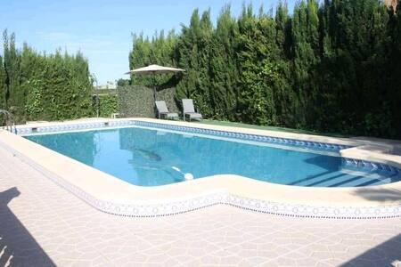 Gran chalet con piscina y barbacoa independiente