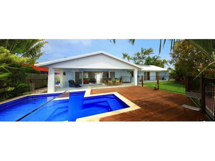 Balyarta 38 - 4 Bedroom Home on Canal with Pool, Aircon, Free WiFi!