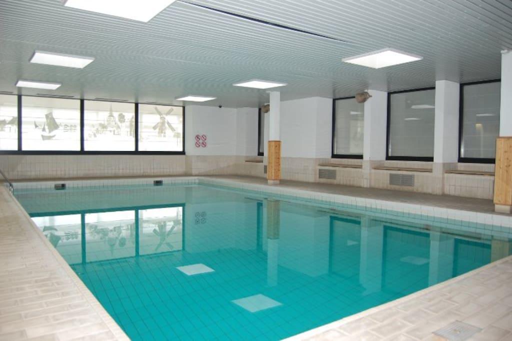 Gratis toegang tot binnenzwembad. Heerlijk warm water.