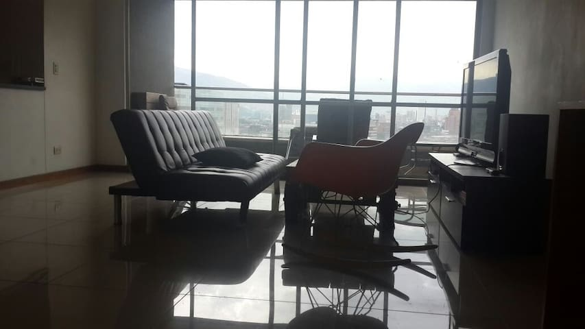 Private Room in Poblado. Great view. Close To All