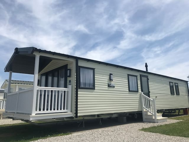 2 Bed Gold Plus, Newer Model Caravan - Bude