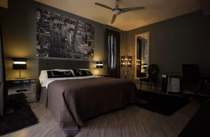 Luxurious Three Bedroom Apt in City Centre