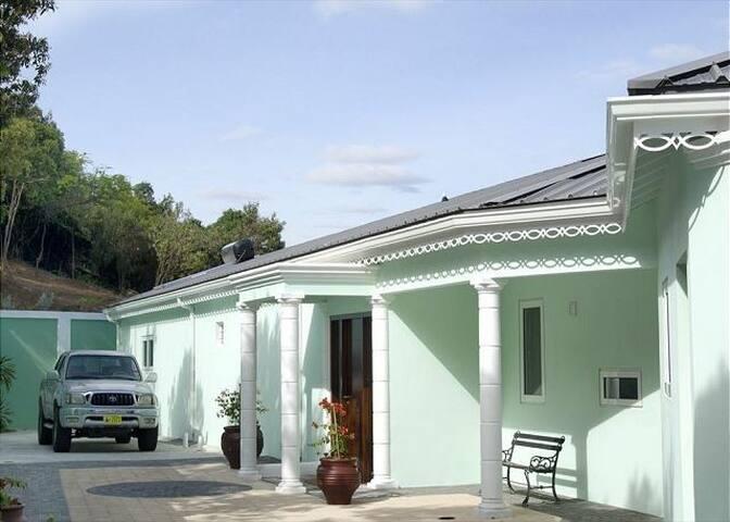 El Sueno - Little Bay - Villa