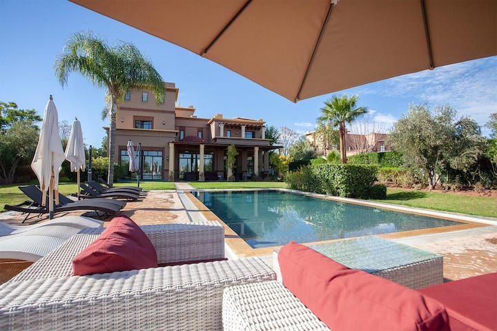 Shivji Villa - Sumptuous 5 Bedroom Oasis!