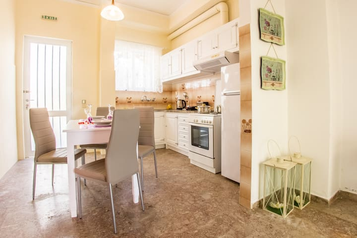 Apartment for 2-5 two minutes from Tolo Beach