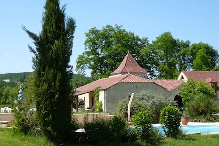 Domaine La Cabane, 3 vakantiehuizen met zwembad - Dégagnac - Rumah
