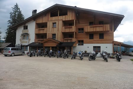 PENSION CHALET  FRAPES - San Martino in Badia - Bed & Breakfast