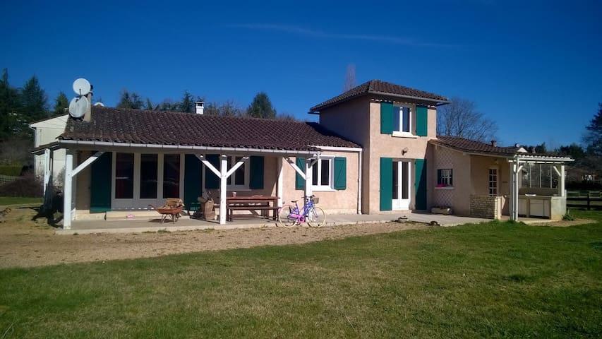 maison de plain pied avec garage - Savignac-les-Églises - House