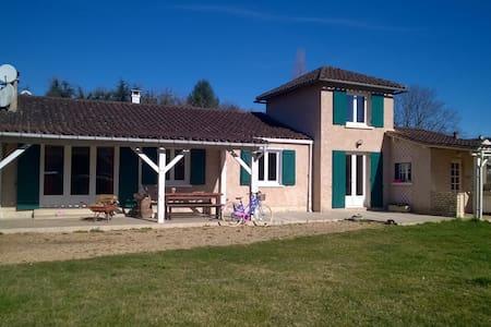 maison de plain pied avec garage - Savignac-les-Églises - บ้าน