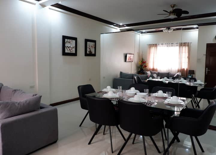 Cozy Family Guest House in Lucena City!