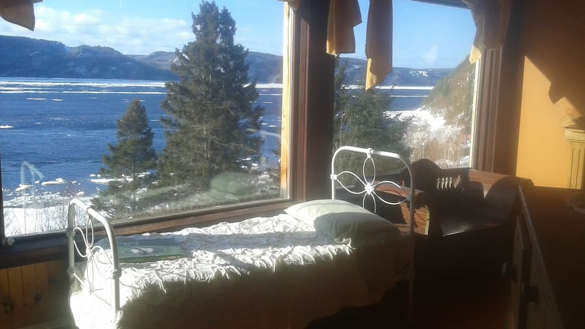 Chambre avec vue sur le Saguenay