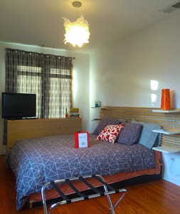 Modern 1-2 Bedrooms & Private Bath in Evanston - Evanston - Bed & Breakfast
