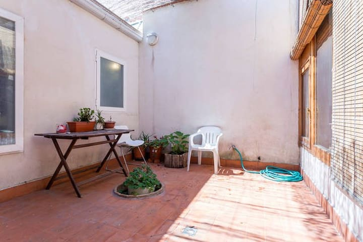 Single room in a Patio House - Madrid - Hus