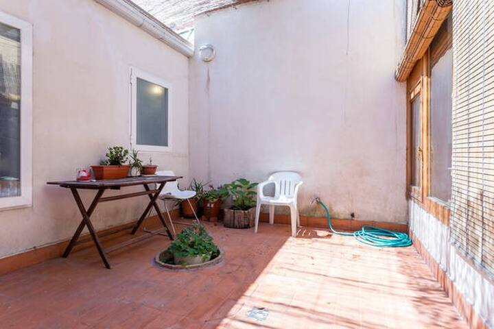 Single room in a Patio House - Madryd - Dom