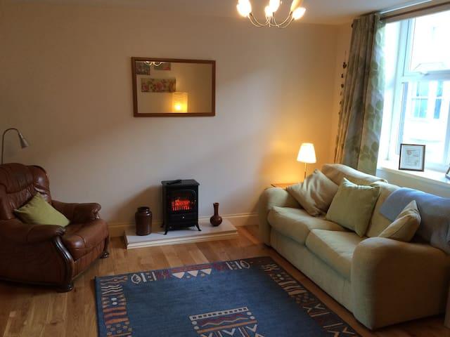 27, Watling. 3 bedroom town flat