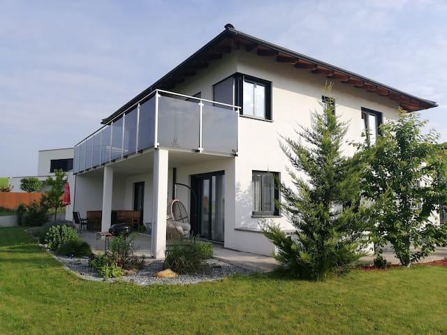 Freies Zimmer in Seenähe mit großem Balkon