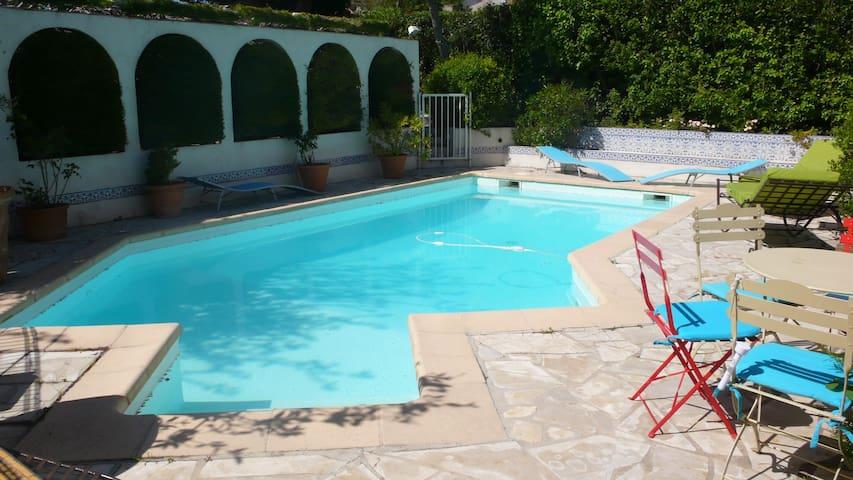 Villa, piscine, parking, terrasse, 150m du port - Cassis - Bed & Breakfast