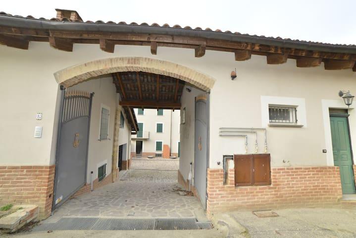 CASA VICTORIA, appartamenti vacanze o foresteria - Montemagno - Apartment