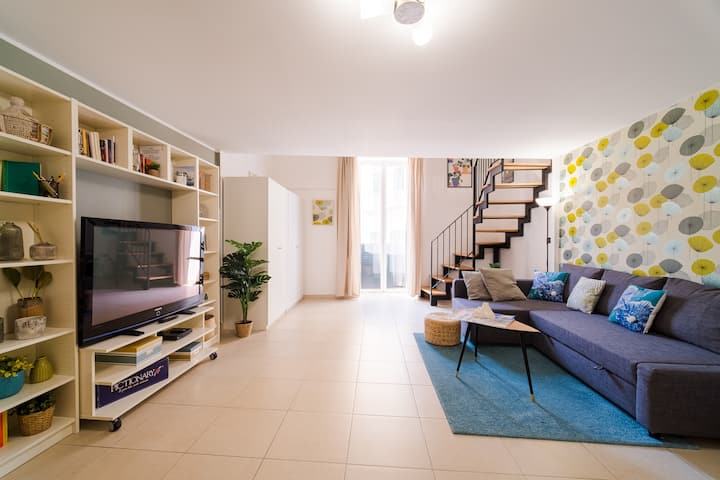 Modern House 9 in historic center (Spaccanapoli)