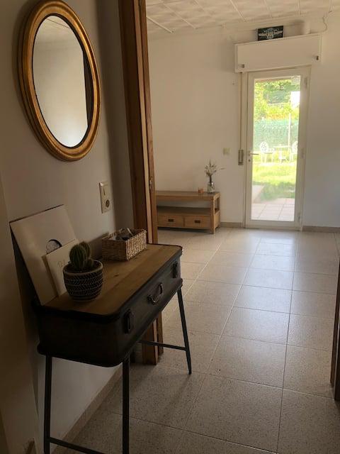 Casa con jardín 10 min centro Girona
