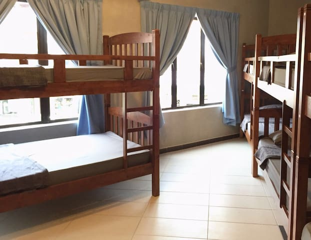 Ipoh City Centre (10 Bed Family Room) - Ipoh - Bed & Breakfast