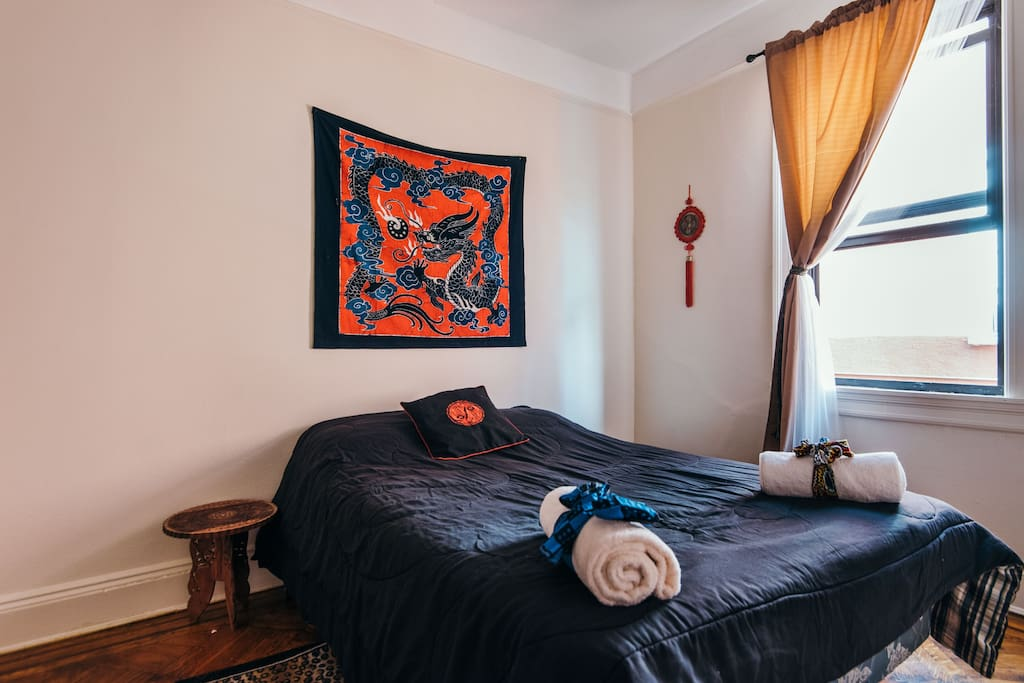 Arise to the bright morning sun and sounds of melodic birds from the private bedroom. The full size bed is suitable for single or double occupancy