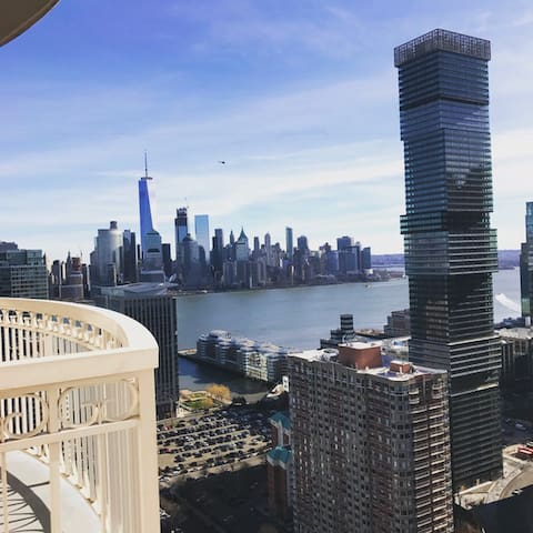 Luxury Penthouse 1 BDRM APT w NYC Views,Gym& Pool - Jersey City - Apartment