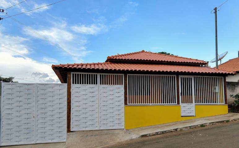 Casa Amarela - próxima ao lago de Furnas