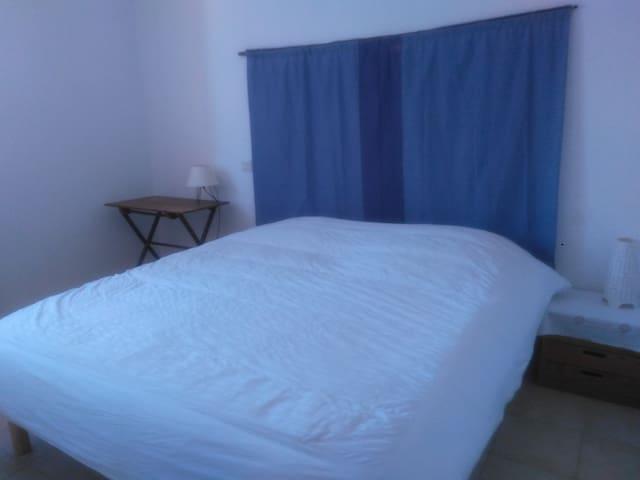 Chambre dans maison à  5mn du centre d'Uzes .