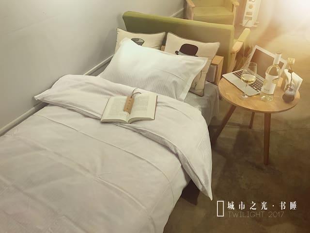 这可能是拥书入睡的最好选择