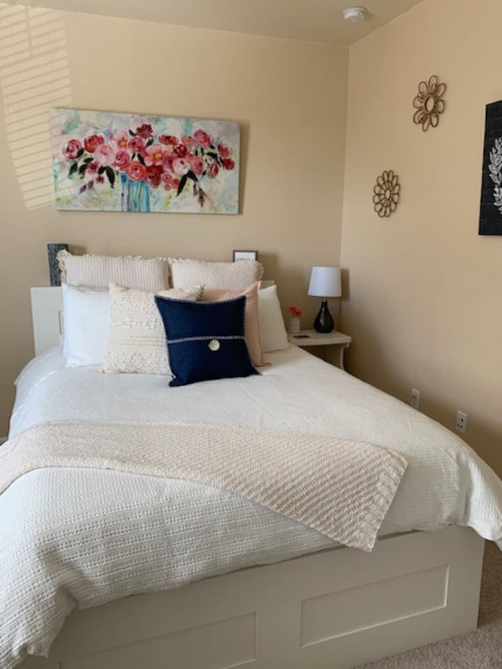Lovely private 2 bedroom, 1 bath suite!