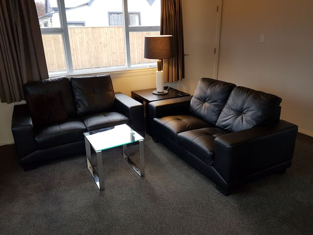 Extremely tidy 2 bedroom unit
