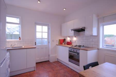 Spacious apartment in the heart of Pontcanna - 카디프(Cardiff) - 아파트