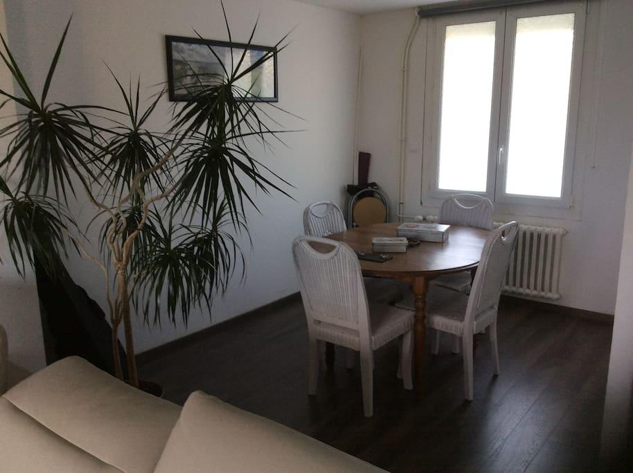 Maison au calme avec jardin proche de brest case in for Entretien jardin le relecq kerhuon