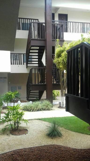escada de acesso para os aptos