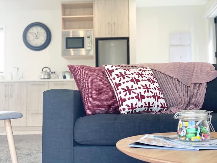 Two Bedrooms City Centre 1000m/s fibre Unlimited