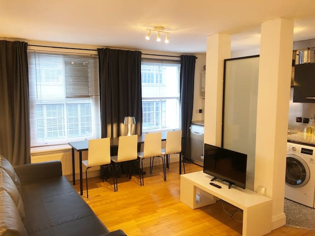 WDR-5 - NEW Soho Studio Apartment