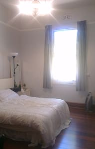 Bedroom available in lovely home. - Mount Hawthorn