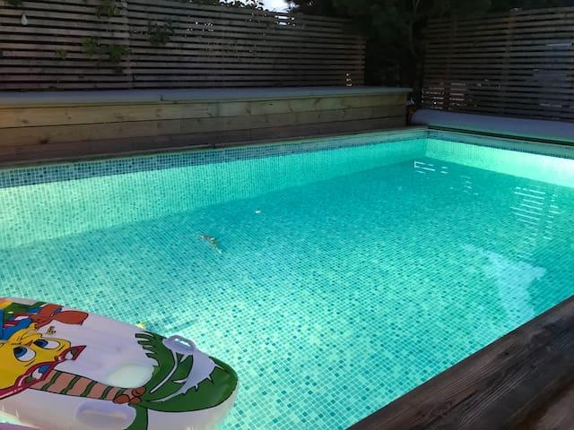 Villa med pool nära Stockholm!