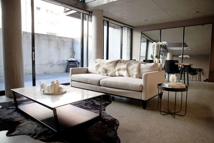 Designer Loft- 2 bedroom, 2 bathroom + Study