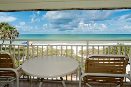Amazing view, updated beachfront condo