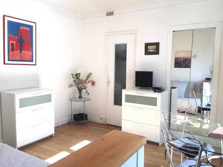 Beautiful Sunny Apartment in the Center of Paris