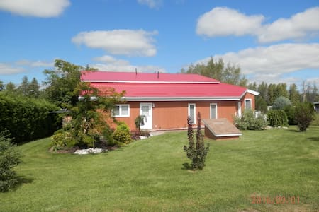 McMac's Lakeview Home - Eganville