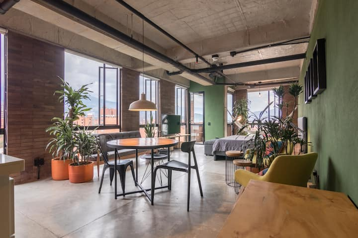 L10 -Cozy new loft with stunning view, at Laureles