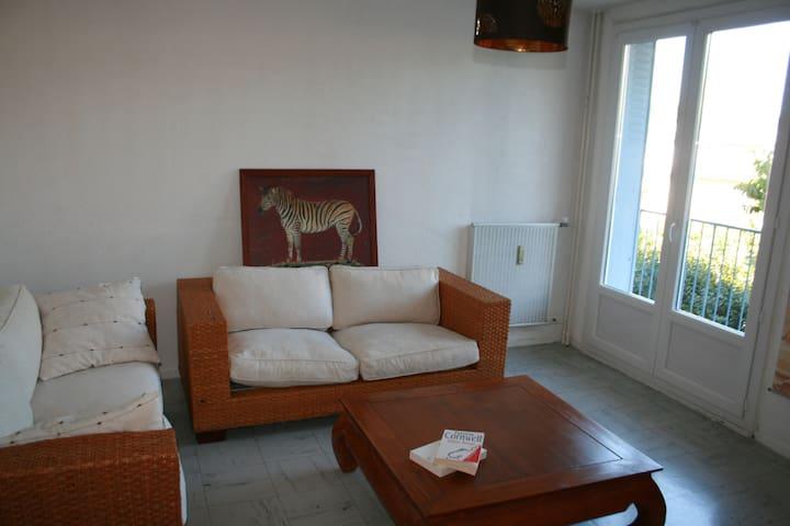 loue appartement agréable et lumineux pour 4 pers - Montélimar - Byt
