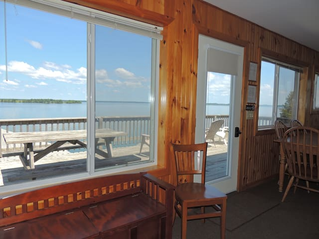 Comfortable water view 3 bedroom cottage (#11)